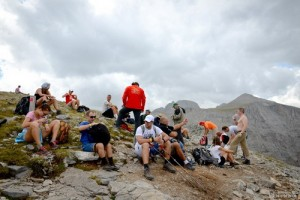 4. Skourta (2460m). A break wth the Zeus Throne in the background_resize