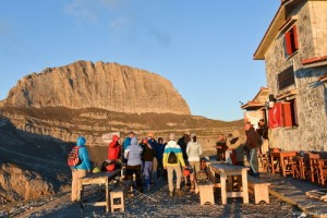 7. Early morning view to the Zeus Throne from Christos Kakkalos refuge_resize